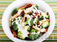 Салата с броколи, стафиди и шунка